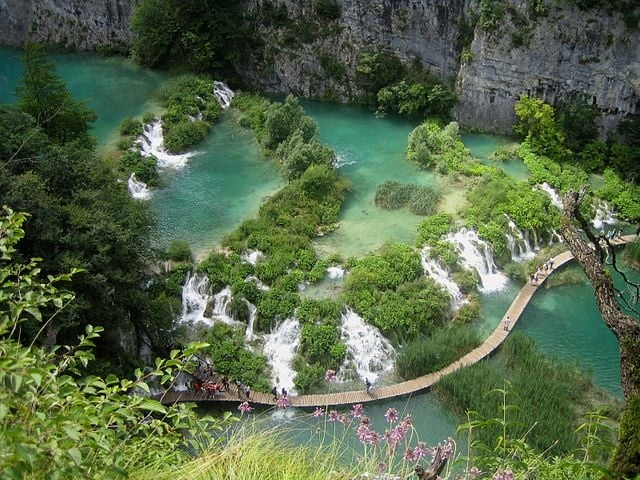 https://it.wikipedia.org/wiki/File:Parquenacionalplitvice002.jpg