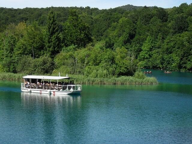 https://pixabay.com/en/plitvice-lakes-nature-lake-croatia-230964/