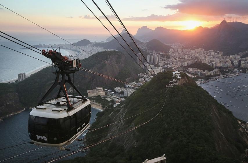 Se mai ci fosse una città che necessita di vista a volo d'uccello questa è sicuramente Rio de Janeiro. Nessuna sorpresa, quindi, che la funivia del Pan di Zucchero è una delle attrazioni più famose di Rio, visitati da oltre 37 milioni di persone dalla sua apertura nel 1912 ed è una delle funivie più spettacolari al mondo.