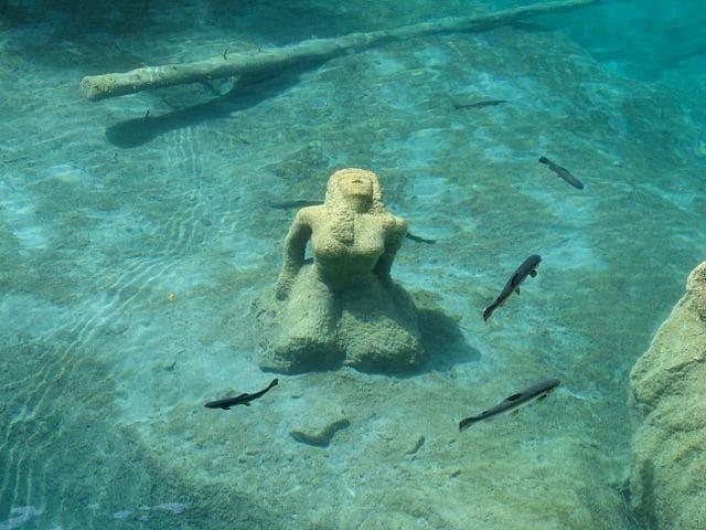 https://commons.wikimedia.org/wiki/File:Blausee_Skulptur.jpg