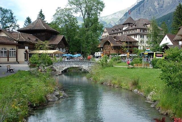 https://commons.wikimedia.org/wiki/File:Kandersteg_2008_-_panoramio.jpg