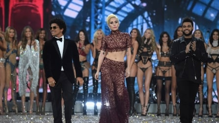 Lady Gaga, Bruno Mars, The Weeknd: i look al Victoria's Secret Fashion Show 2016