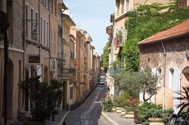 https://commons.wikimedia.org/wiki/File:Aix-en-Provence_street.jpg