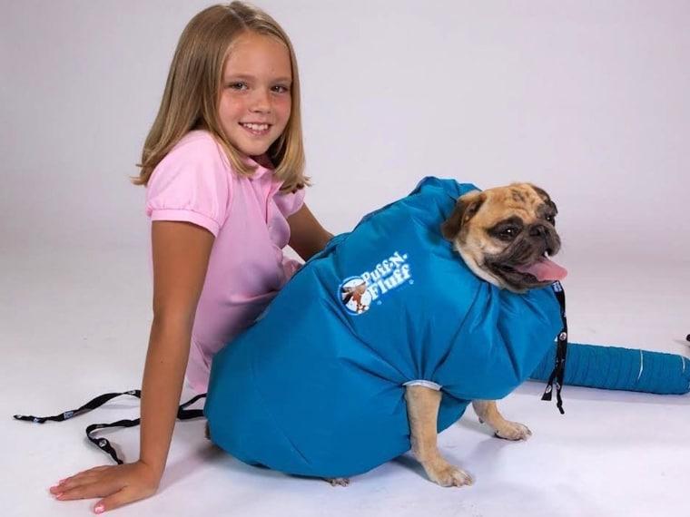 Questo oggetto serve ad asciugare i vostri cani e riduce gli odori dell'umidità. Funziona come una sacca sotto vuoto che anzicchè togliere aria né immette tramite l'uso del phon