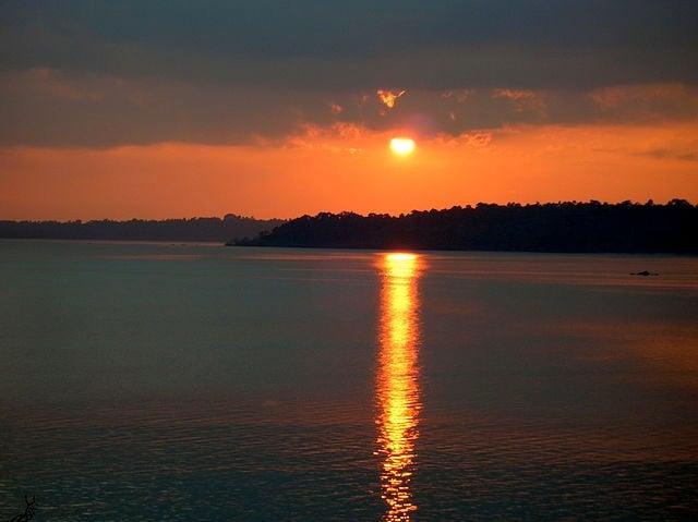 https://commons.wikimedia.org/wiki/File:Andaman_Islands_at_sunset.jpg