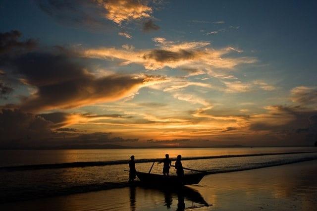https://commons.wikimedia.org/wiki/File:Sunset_at_Andaman_Islands.jpg