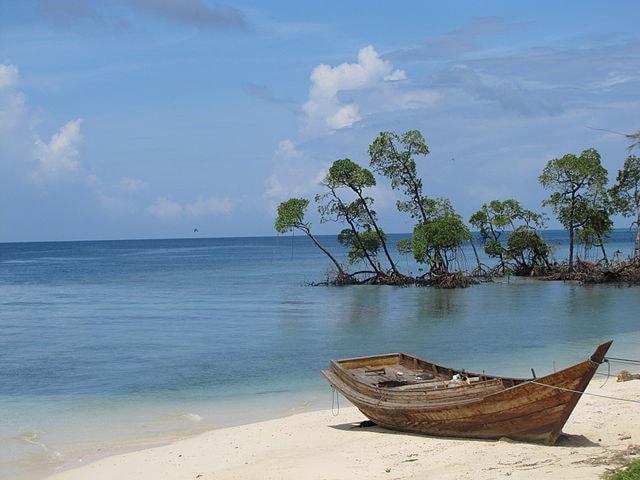 https://commons.wikimedia.org/wiki/File:Havelock,_Andaman_%26_Nicobar_Islands.JPG
