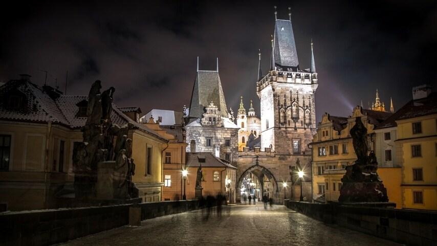 https://pixabay.com/it/praga-repubblica-ceca-citt%C3%A0-fiume-1168302/