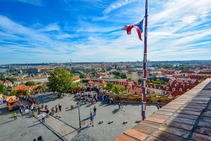 https://pixabay.com/it/praga-bandiera-vista-castello-1786448/