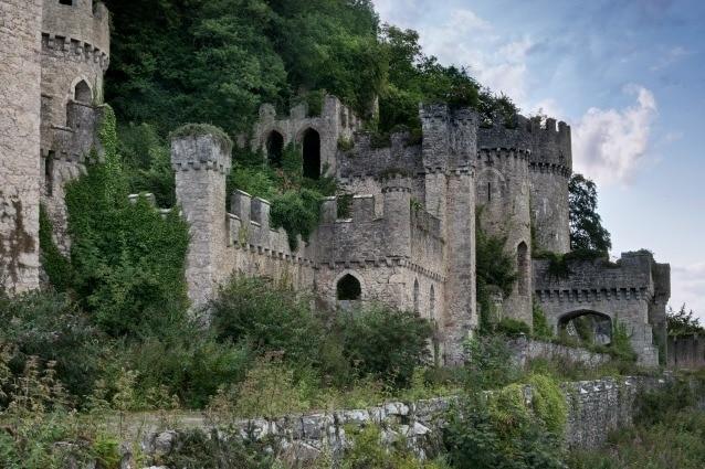 Il magnifico castello Gwrych fu costruito per Lloyd Hesketh Bamford-Hesketh nel 1819.