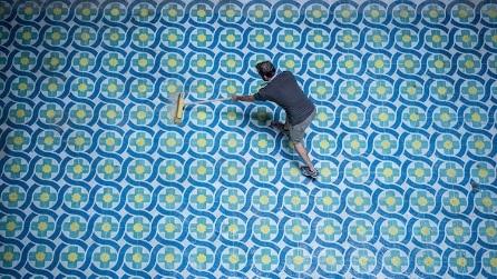 Questi pavimenti sembrano dipinti: l'arte di Javier de Riba