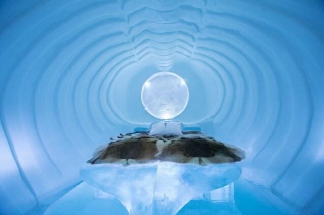 Dal 1989 nel piccolo villaggio di Jukkasjärvi, nel nord della Svezia, ogni inverno viene costruito ed inaugurato l'Icehotel, un eccezionale albergo fatto tutto di ghiaccio da artisti di fama internazionale. Circa 30.000 litri di acqua dal fiume locale sono stati trasformati in neve e diverse tonnellate di ghiaccio sono state raccolte dal fiume per creare l'Icehotel.