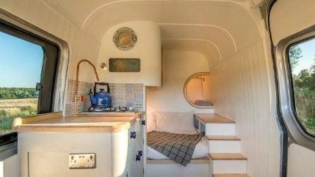 Trasformano un comune furgone in una casa mobile: il risultato è stupefacente