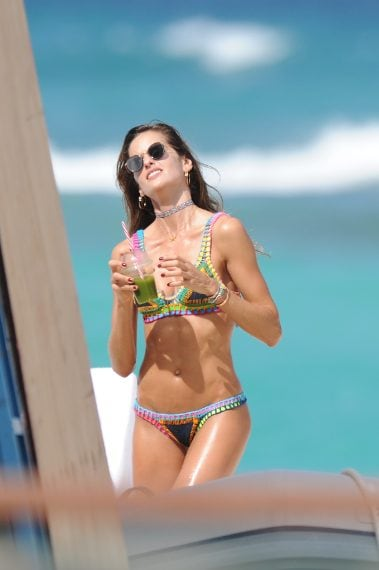 Izabel Goulart a Saint Barth