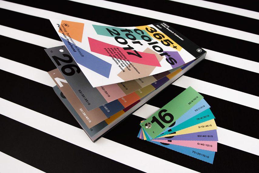 Nella sua 4 ° edizione, questo calendario offre oltre 365 colori CMYK che si possono strappare fuori e raccogliere in modo da formare un libro campione di colori.