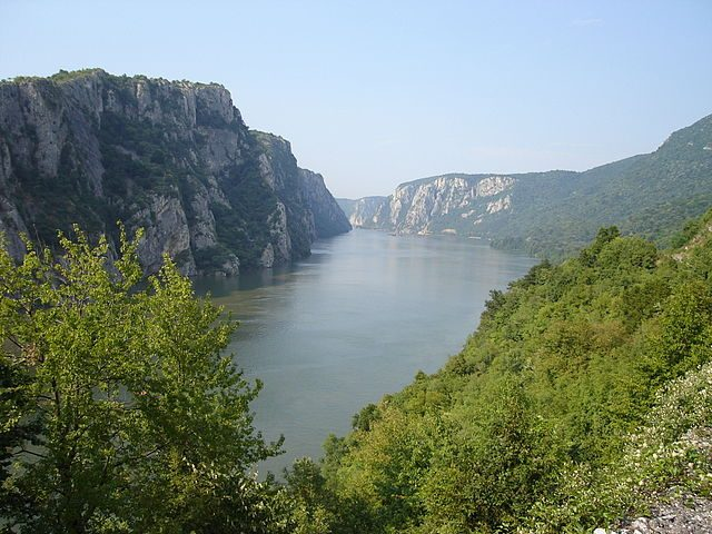 https://no.wikipedia.org/wiki/Djerdap_nasjonalpark#/media/File:Danube_near_Iron_Gate_2006.JPG