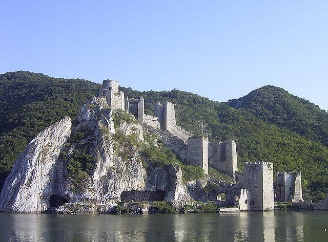 https://commons.wikimedia.org/wiki/File:Golubac.JPG