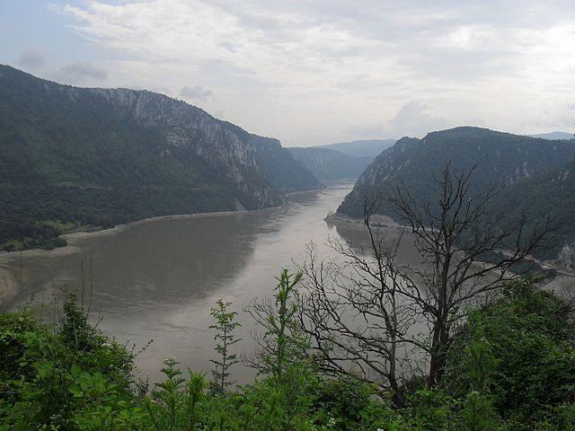 https://commons.wikimedia.org/wiki/File:Djerdapska_klisura_-_Kazan_-_panoramio.jpg