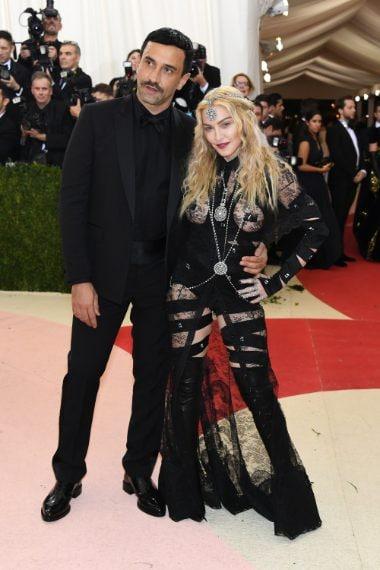 Madonna sceglie l'abito Givenchy al Met Gala del 2016