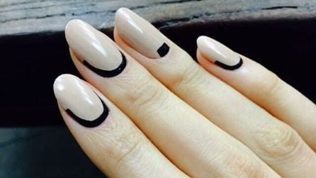 Black accents manicure