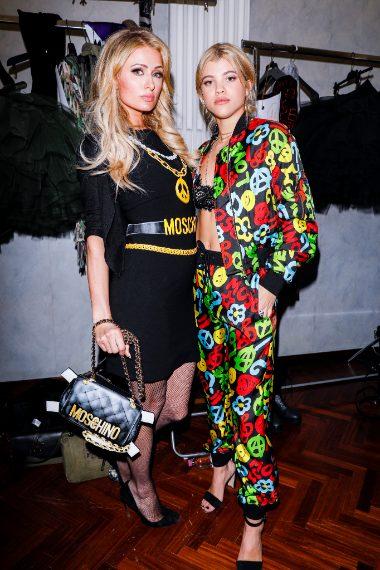 Sofia Richie e Paris Hilton alla sfilata di Moschino
