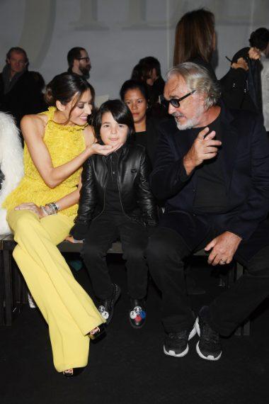 Elisabetta Gregoraci con il figlio e Flavio Briatore alla sfilata di Billionaire