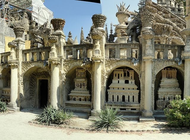 https://commons.wikimedia.org/wiki/File:Facade_west_center_-_Palais_Ideal_-_pano-1.jpg