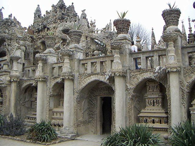 https://fr.wikipedia.org/wiki/Fichier:Palais_Id%C3%A9al_du_Facteur_Cheval_(22).jpg