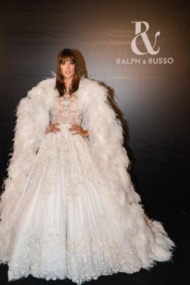 Alessandra Ambrosio sfila per Ralph&Russo