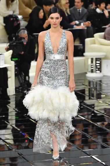 Kendall Jenner in passerella per Chanel