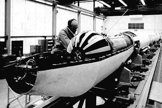La prima missione italiana è del 1964, il lancio del satellite San Marco 1 per lo studio dell'atmosfera: Foto di NASA - https://it.wikipedia.org/wiki/Progetto_San_Marco#/media/File:Satellite_San_Marco_1.jpg
