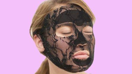 Maschera viso in pizzo: il beauty trend del momento