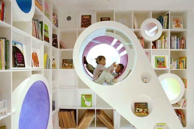 La Repubblica dei Bambini è una libreria luminosa e colorata di Pechino, costruita per regalare ai più piccoli un'esperienza di lettura unica al mondo. Dodici nastri colorati, lungo 100 metri, indicano il flusso attraverso il negozio, vorticoso e curvilineo.