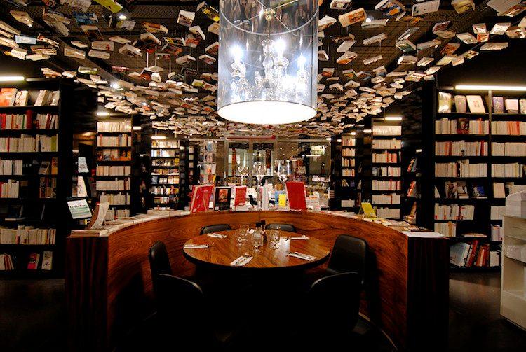 Una libreria dove si può anche mangiare, quella aperta a Brussels è davvero un caso unico al mondo che riesce ad attrarre gli amanti della lettura e del buon cibo in un unico luogo.