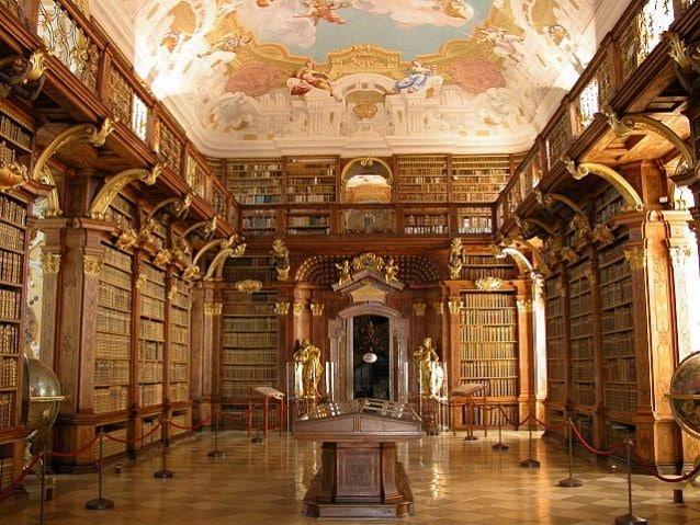 L'abbazia di Melk è un'abbazia benedettina che si trova in Austria, uno dei più famosi siti monastici del mondo. L'abbazia venne fondata nel 1089 da Leopoldo II, ma l'odierna abbazia, in stile barocco, venne costruita fra il 1702 e il 1736 dall'architetto Jakob Prandtauer. Di grande impatto sono soprattutto la chiesa con affreschi di Johann Michael Rottmayr e la biblioteca con innumerevoli libri.