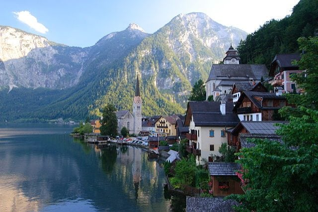 https://commons.wikimedia.org/wiki/File:Hallstatt_001.jpg