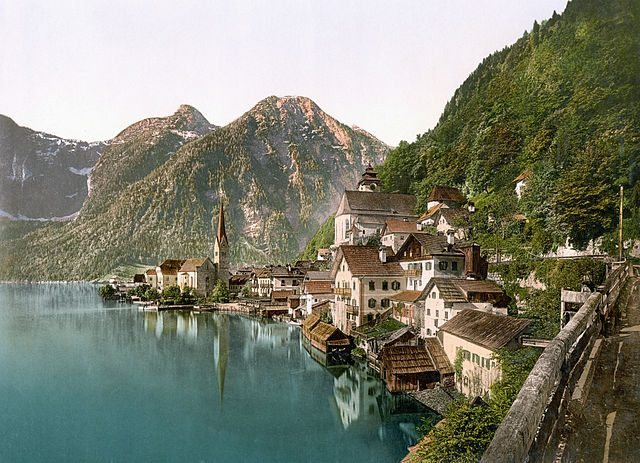 https://commons.wikimedia.org/wiki/File:Hallstatt_um_1900.jpeg