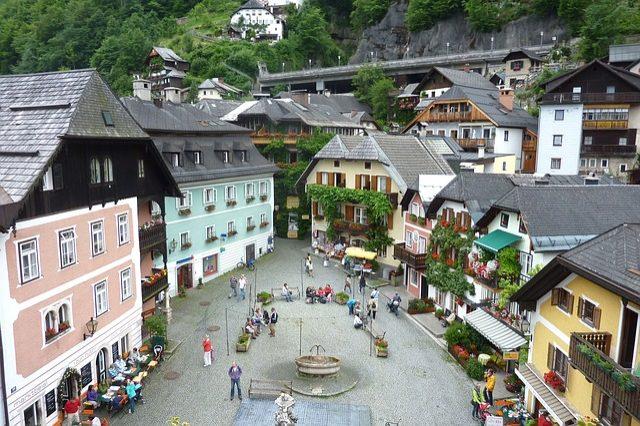 https://pixabay.com/en/hallstatt-austria-town-95953/