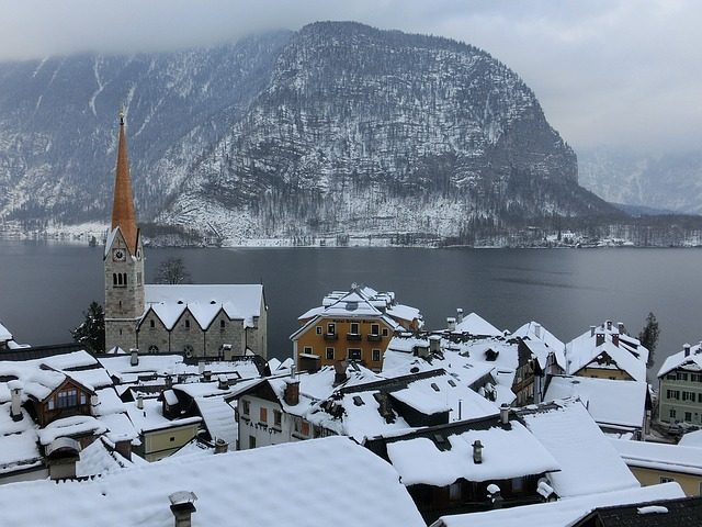 https://pixabay.com/en/hallstatt-lake-fog-winter-austria-1329869/