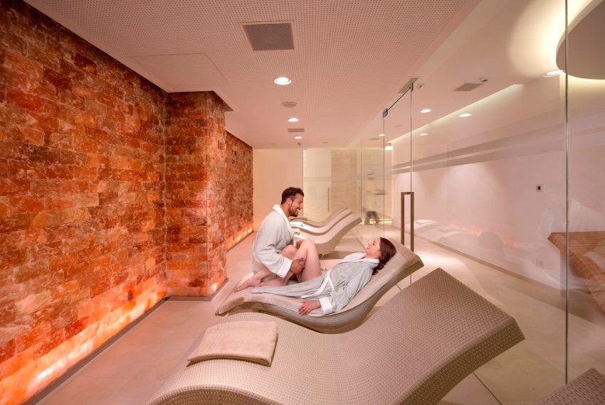 Potrete farvi coccolare dalla Spa eslcusiva, con stanze, percorsi e trattamenti per il benessere del corpo e della mente.