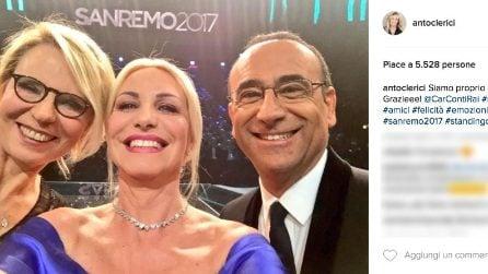 Il selfie di Antonella Clerici, Maria De Filippi e Carlo Conti