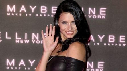 Il look rock di Adriana Lima