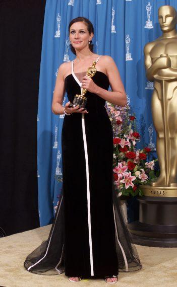 Ha vinto il premio come miglior attrice e il suo abito vintage firmato Valentino in bianco e nero viene considerato il terzo più iconico della storia