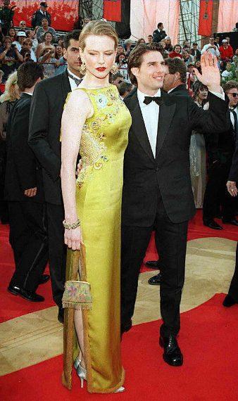 L'attrice indossa un abito Christian Dior Haute Couture verde oro dal valore di 2 milioni di dollari