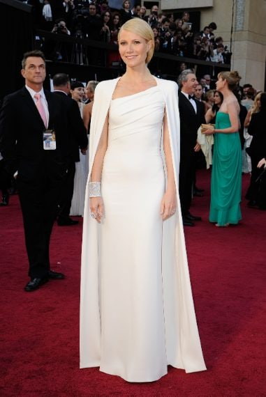 L'attrice ha scelto un abito bianco di Tom Ford