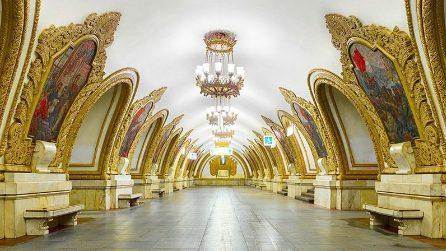 Sembrano sale di un palazzo reale: in realtà sono delle metropolitane