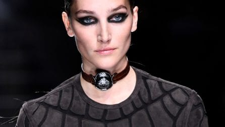 Smokey eyes, eye liner e ciglia finte: il make up della Parigi Fashion Week