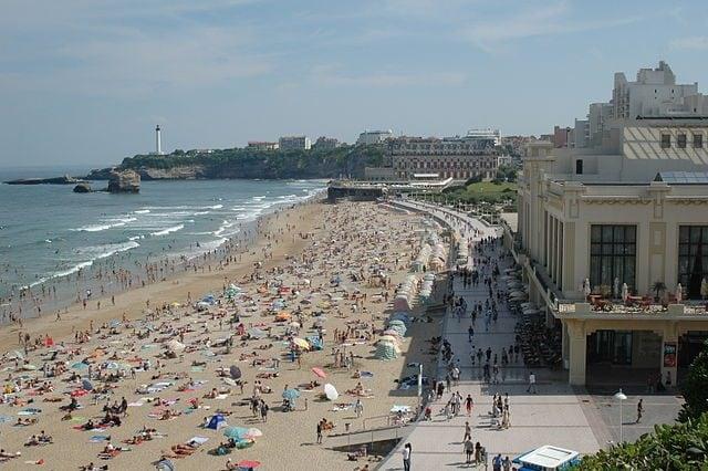 https://commons.wikimedia.org/wiki/File:Biarritz_Grandplage_(2).jpg