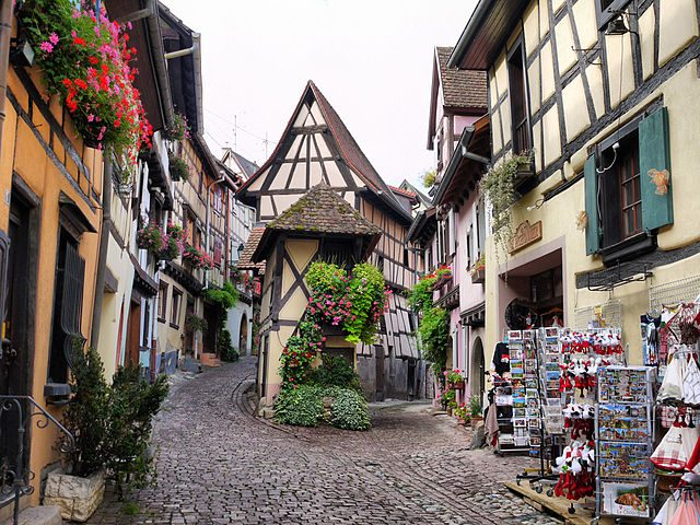 https://commons.wikimedia.org/wiki/File:Eguisheim_-_Alsace_(France).jpg