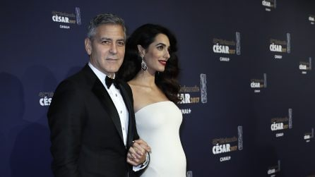I look premaman di Amal Clooney